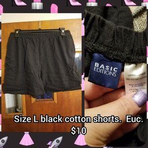 Size L black cotton shorts